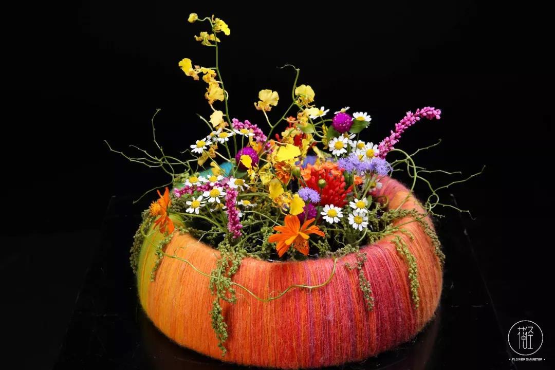 舒适的花艺作品
